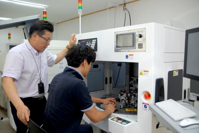지난해 미래과학기술지주가 설립한 크레셈은 초음파를 이용해 전자부품을 접합하는 기술로 올해 수억 원의 매출을 거뒀다. - 크레셈 제공